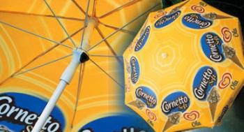 Gebruik je parasols als eyecatcher in het straatbeeld of geef ze weg aan trouwe klanten.