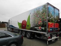 De belettering van je vrachtwagen of bestelwagen wordt niet gespoten, maar aangebracht met behulp van een dunne, flexibele folie uit vinyl.