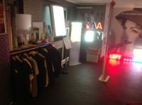 Aan de hand van de objecten in onze showroom krijg je zelf een indruk van wat je met je belettering of reclame kan doen.
