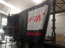 Zit je in de logistieke sector of heb je om andere redenen gepersonaliseerde vrachtwagenzeilen nodig?